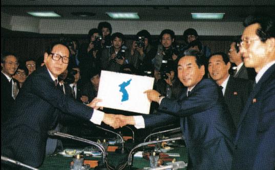 図8.南北体育会談での南北代表者の握手