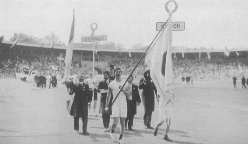 図4.ストックホルム五輪で入場する日本選手団 (左端が嘉納治五郎、1912年) The Swedish Olimpic Comittee, The Official Report of the Olimpic Games of Stockholm 1912, 1913