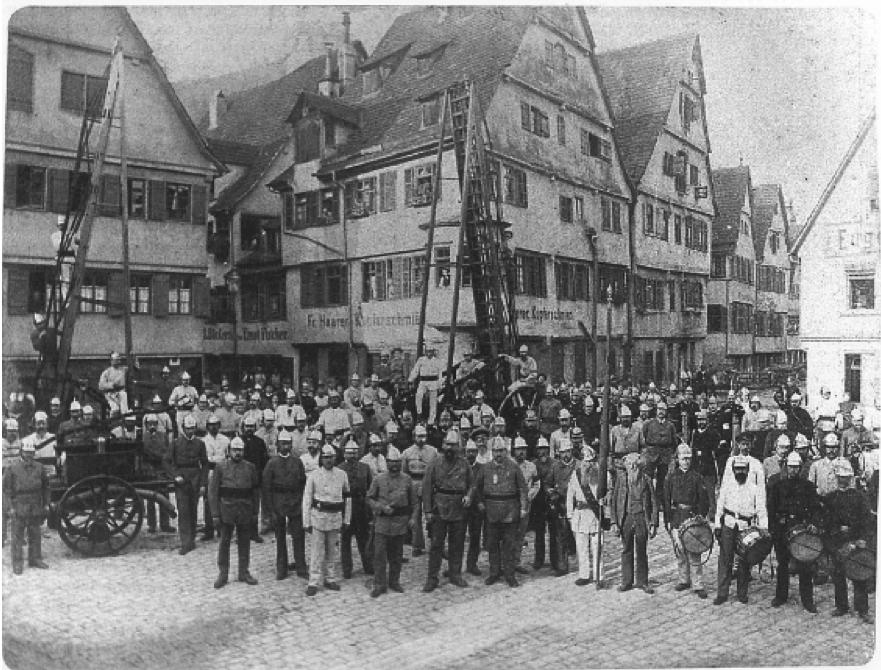 図2.チュービンゲンの義勇消防団(1870年頃) Menschen, Feuer und Wasser, Freiwillige Feuerwehr Tübingen, Tübingen 1997