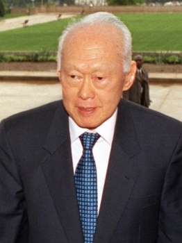 図4.シンガポール首相(1959~1990年)リー・クワンユー https://www.en.wikipedia.org/wiki/Lee_Kuan_Yew#/media/File:Lee_Kuan_Yew.jpg