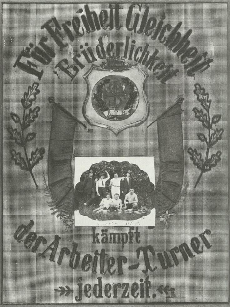 図3.労働者トゥルネン協会のトゥルナーの遠足(1890年)。「労働者トゥルナーは自由、平等、友愛のために常に闘う」と記されている。  Eichel, W. u.a., Illustrierte Geschichte der Körperkultur, Bd.1, 1983 Berlin