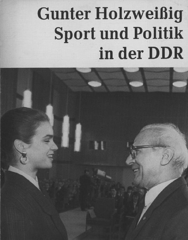 図7.カルガリー五輪で金メダルを獲得したカタリーナ・ビットを祝福するホーネッカーHolzweißig, G., Sport und Politik in der DDR, Berlin 1988