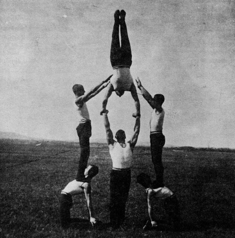 図1.ソコルの練習風景 Nikola Žutić, Sokoli: Ideologija u fizičkoj kulturi Kraljevine Jugoslavije 1929-1941, Beograd, 1991, p.67