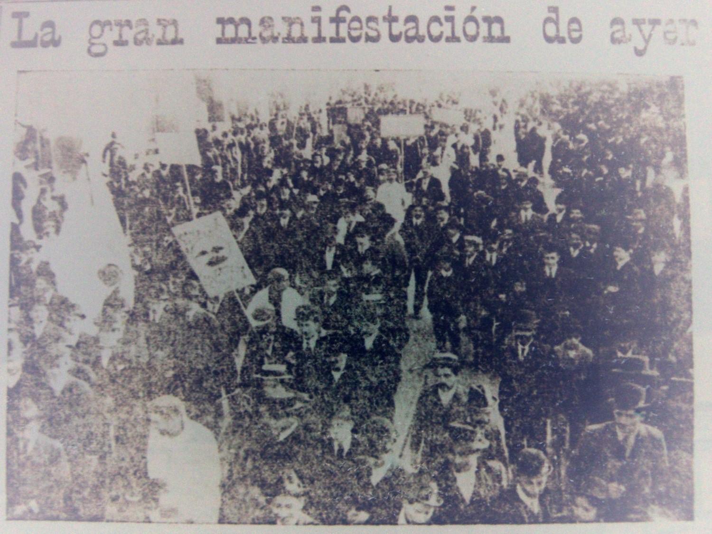 図8.スポーツマンのデモ行進 La Unión, 21 de mayo de 1909, p.5