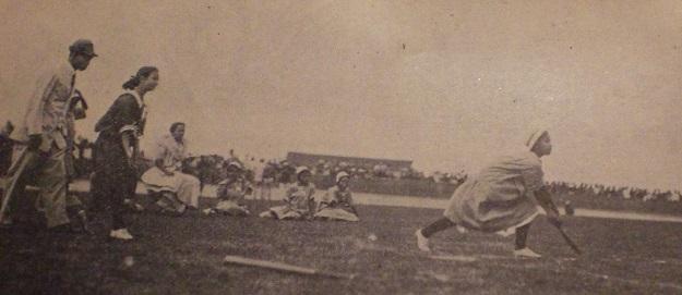 図1.上海でインドアベースボールをするフィリピンの少女たち Philippine Amateur Athletic Federation, Official Rule and Hand Book, 1915-1916, Alfredo Roensch & Co., 1916, p. 219