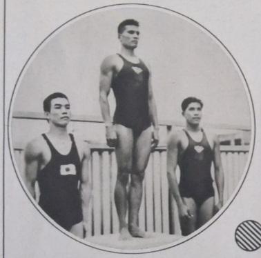 図2.第10回極東大会(マニラ、1934年)の200メートル平泳ぎで表彰台に立つイルデフォンソ(中央)、小池(左)、ジキラム(右)  朝日新聞社『アサヒ・スポーツ』 第10回極東選手権競技大会特別号(302号)、1934年6月20日、16頁