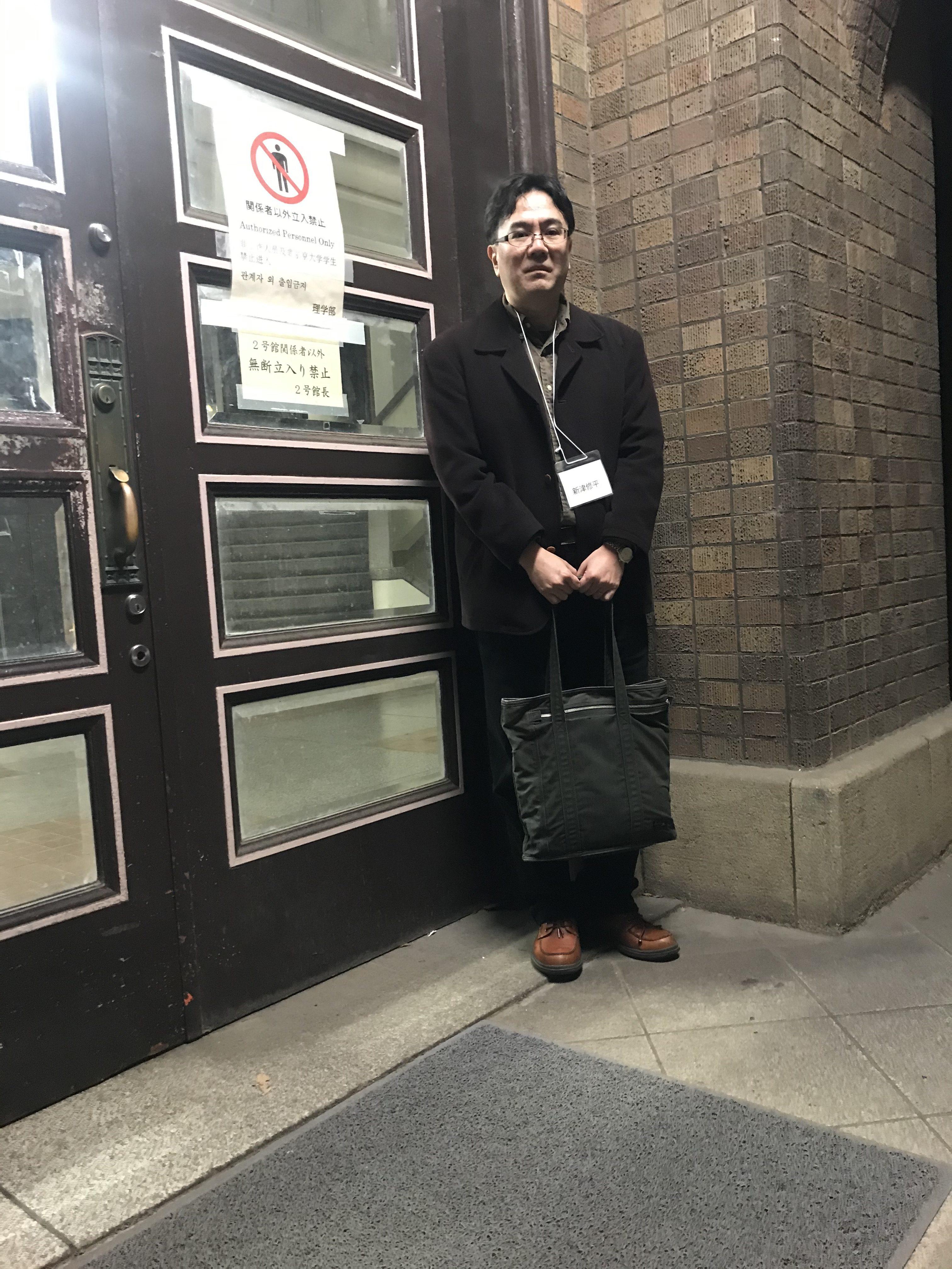 冷蔵庫にロマンを託すミノムシ博士(「日本蛾類学会2020年総会・研究発表会」を取材)